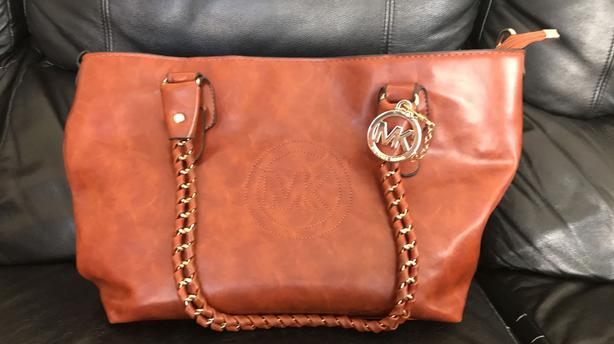 fbe8fc1b7469 MICHAEL KORS Leather BIg Brown Bag (Replica) Victoria City, Victoria