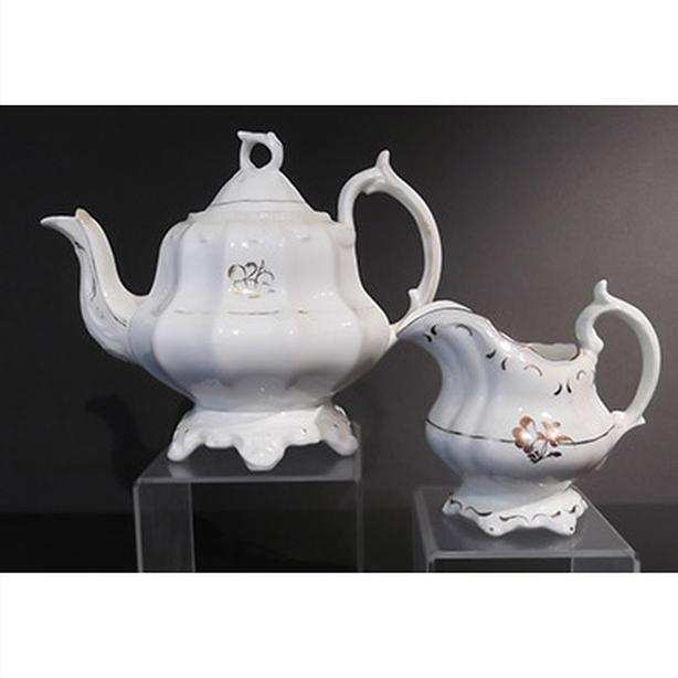 Tea Leaf gold Clover Teapot and Creamer