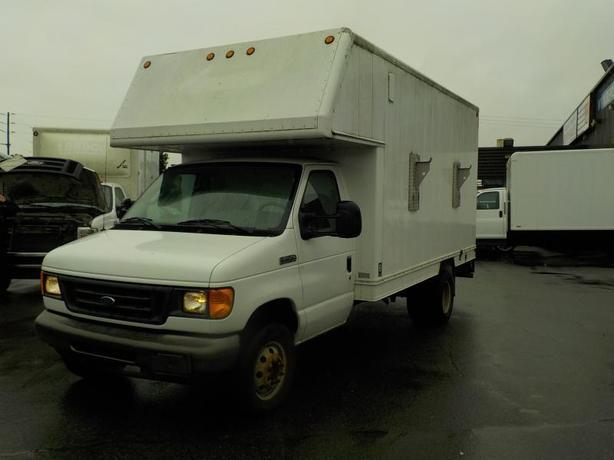 2006 Ford Econoline E-450  13 Foot Cube Van