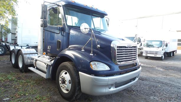2007 FRIGHTLINER  DAY CAB AUTOMATIC NO DPF DEALER SAFETIED/CERTIFIED
