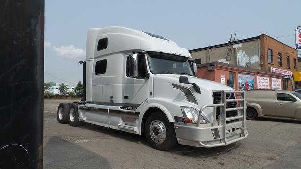 2013 Volvo 670 SLEEPER l Safeties/Certified or $3,000 Discount