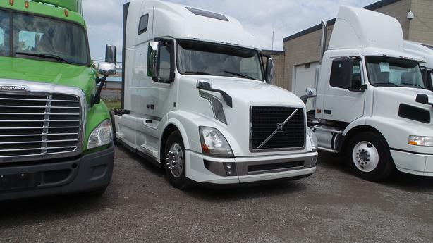 2015 VOLVO 670 SLEEPER Free all Safeties/Certified or $2,000 Discount