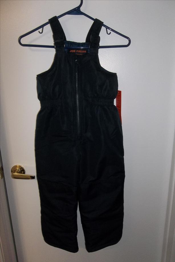 Brand new Winter snow pant. size 5 navy blue