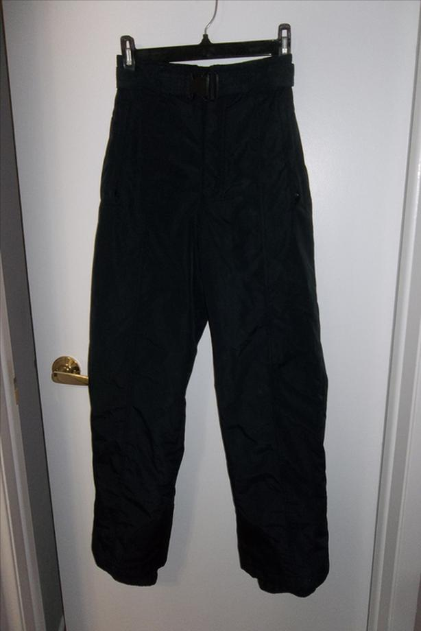 In mint condition! Columbia ski pant size small (10/12) black