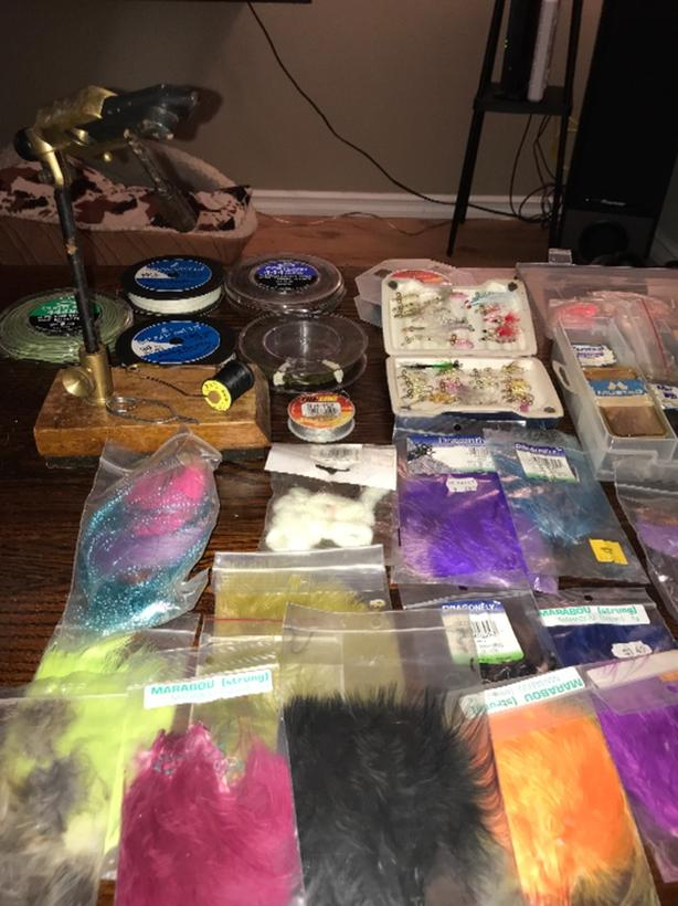 Complete fly tying kit