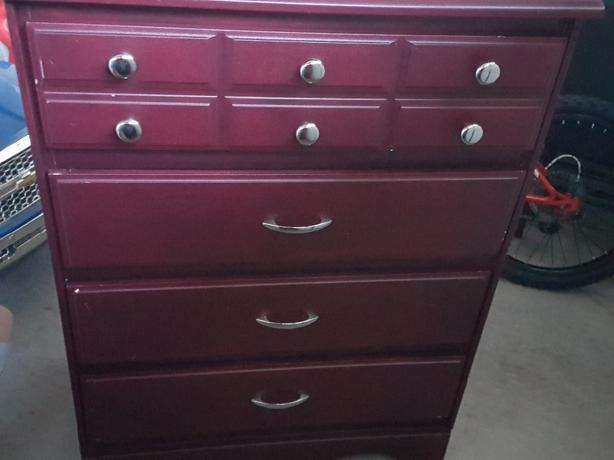 4 drawer dresser in good condition