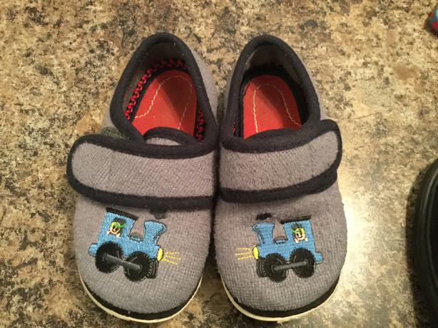 Slippers-Train embroidered-Size 8