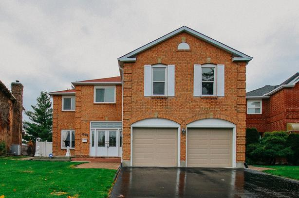Backing onto Apollo Park, with nothing but privacy