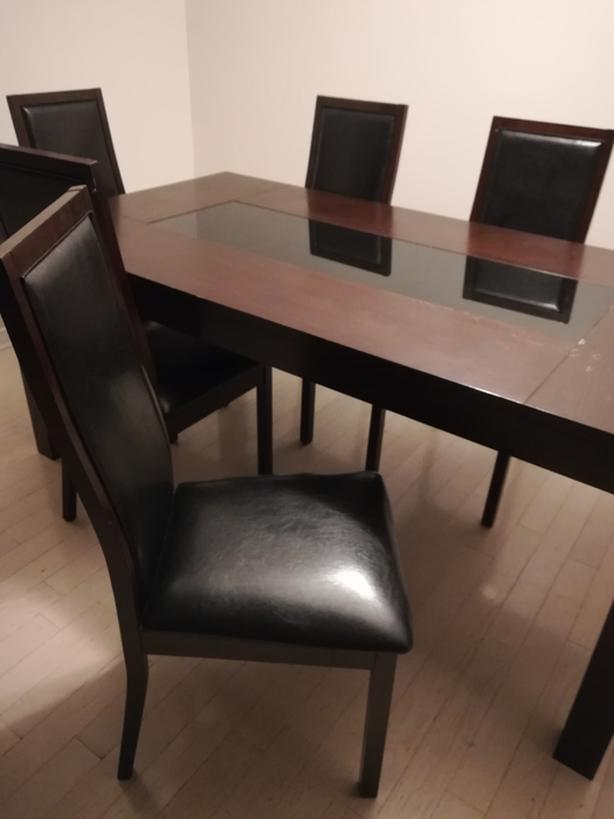 BEAUTIFUL SOLID WOOD dining room set - $300 OBO