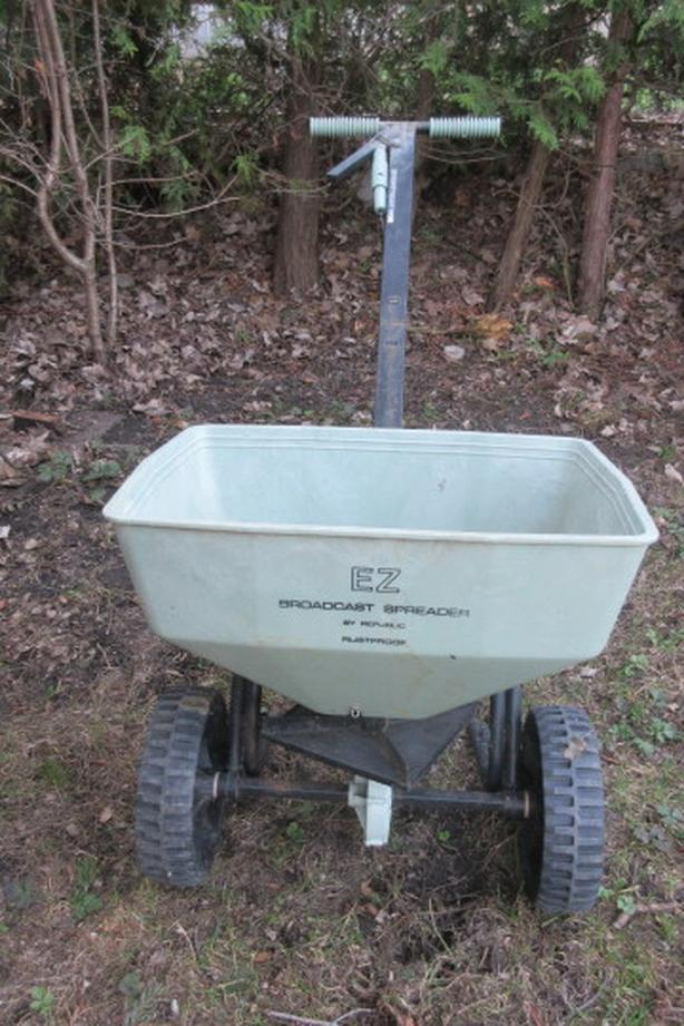 EZ Broadcast seeder fertilizer spreader