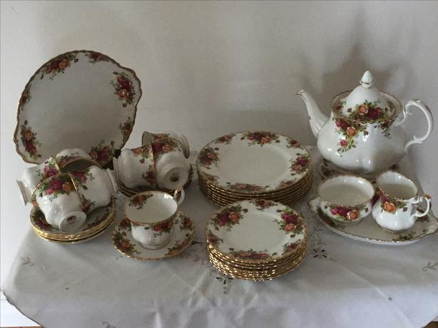 Royal Albert Old Country Roses Collection - 63 pieces