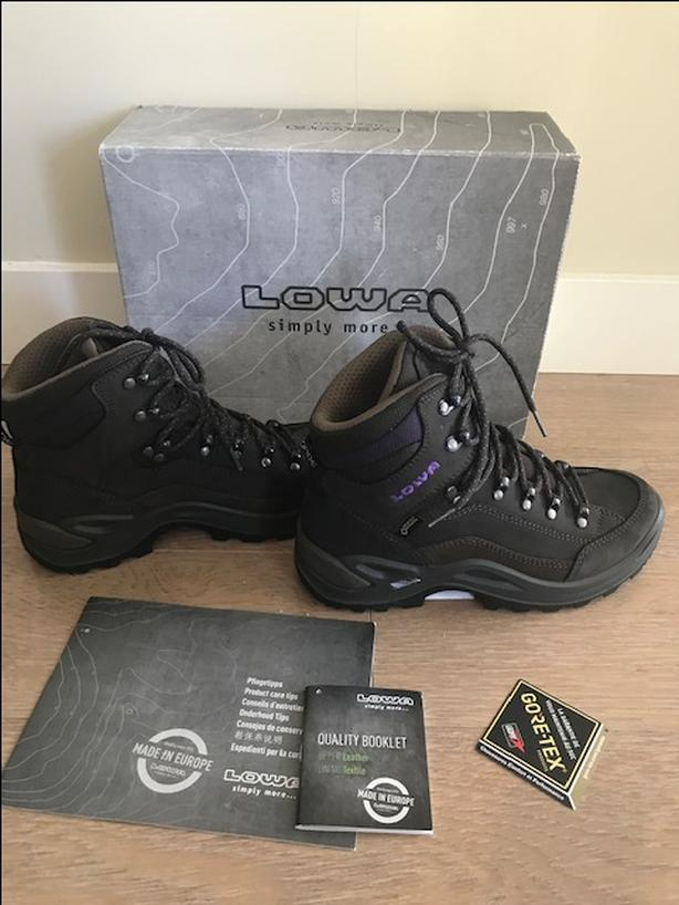 6a73e90a471  Log In needed $225 · NEW in Box - LOWA Womens RENEGADE GTX MID WIDE  Hiking Boots Size 7