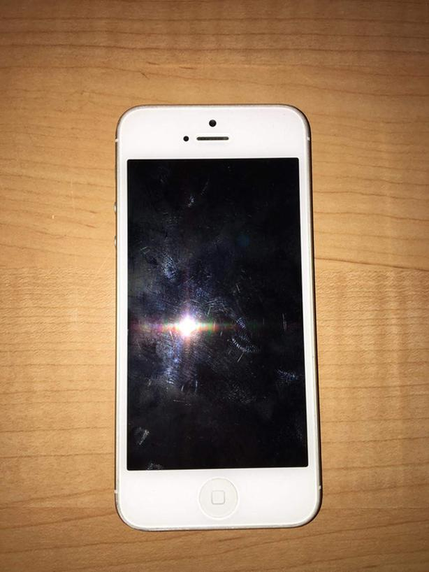 iPhone 5 32 Gb + covers - mint condition