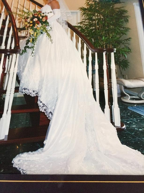 wedding dress - size 7-8