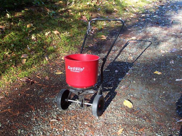 EarthWay lawn seeder/fertilizer spreader