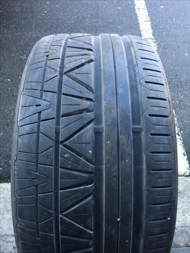 1 single 295/25/22 nitto invo in great shape with 70% tread