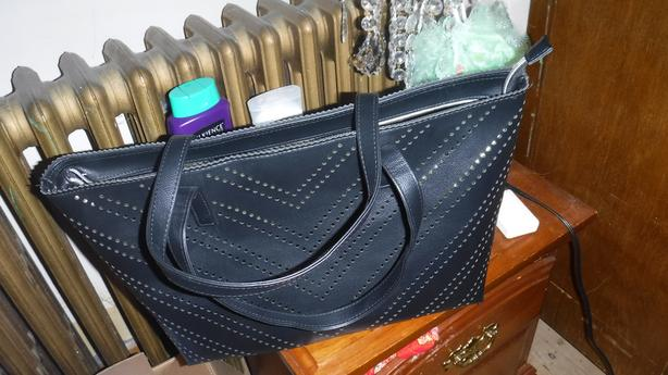 Nice black purse with a zipper on top for sale-NEW