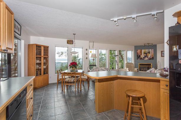 10.71 acres, Ocean View, 4 bdr/4bath home