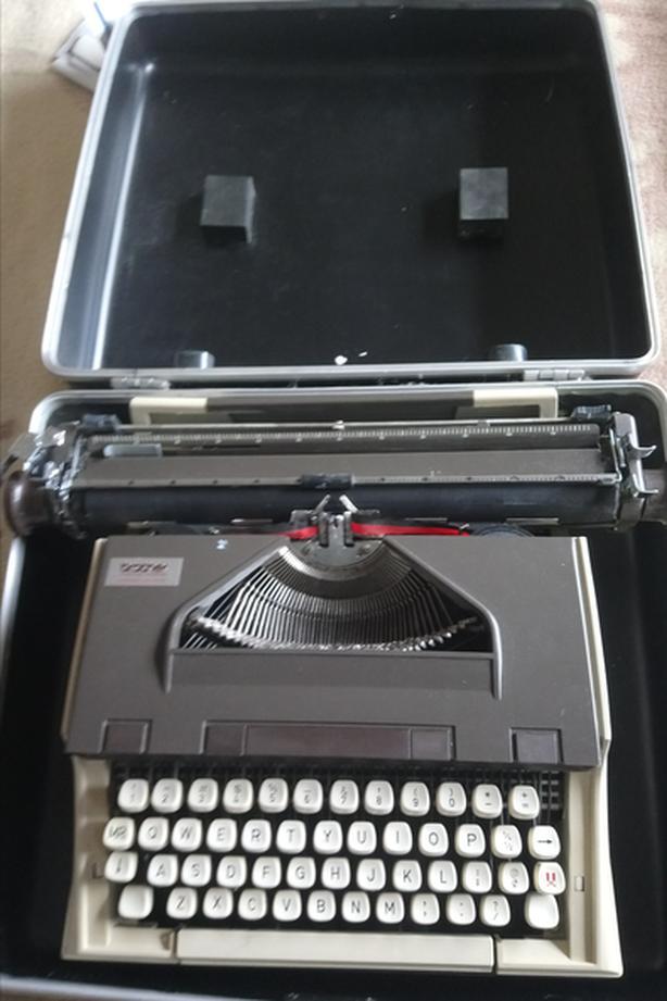 Brother typewritermodel XL1012.