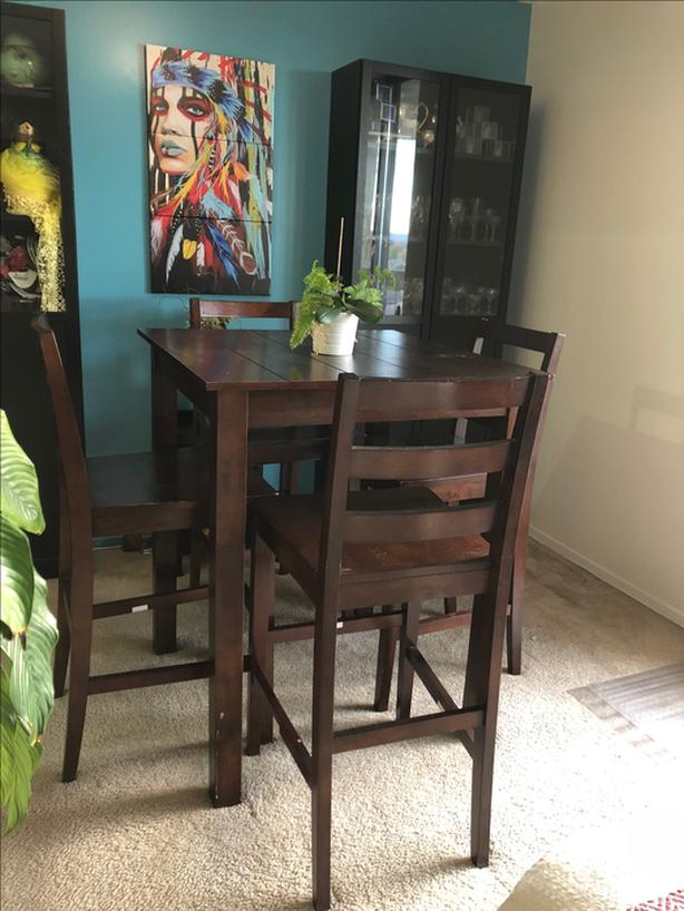 Sturdy and beautiful 4-chairs Dining set