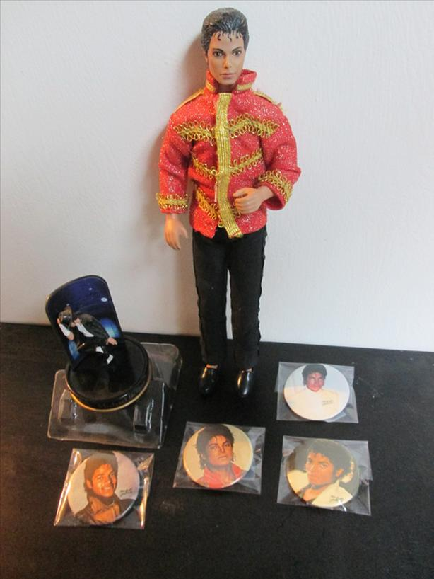 MICHAEL JACKSON COLLECTIBLE MEMORABILIA – DOLL AND BUTTONS