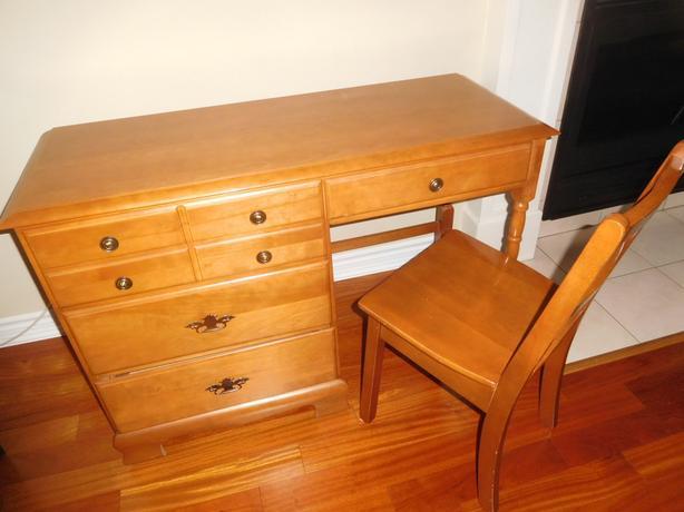Student / Vanity Desk