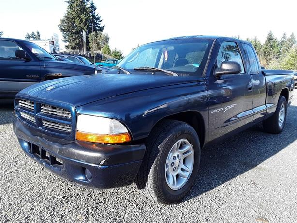 2001 Dodge Dakota Sport, loaded interior selling saturday online and onsite!