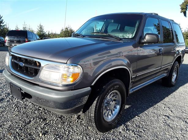 1998 Ford Explorer 4X4 unit for winter selling saturday online and onsite!