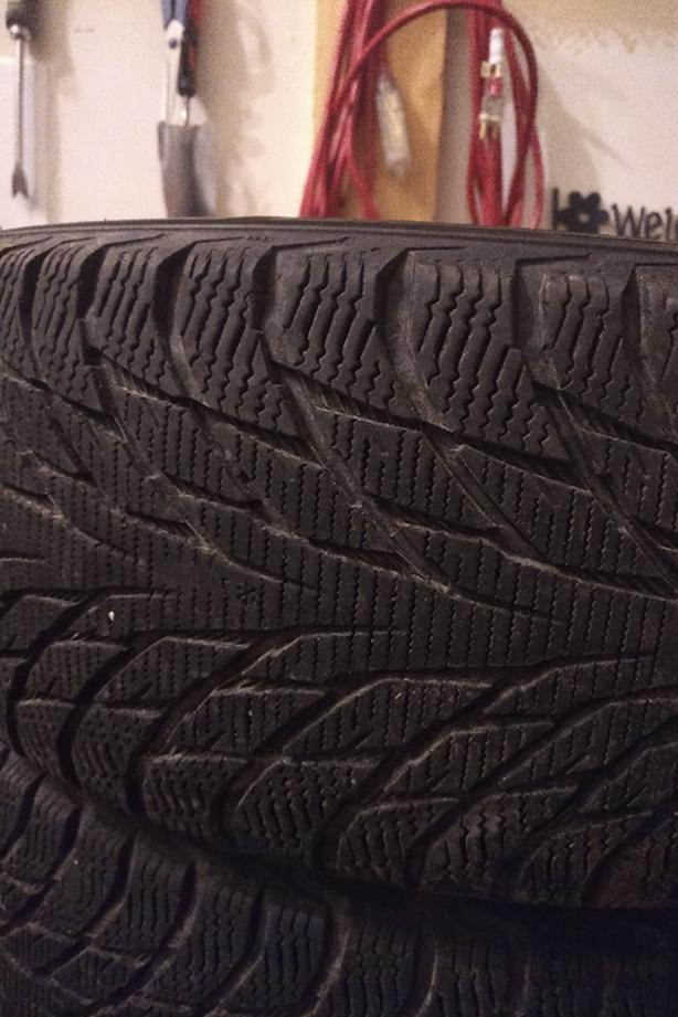 215/55R17 Nokian Hakkapeliitta R2 Winter Tires