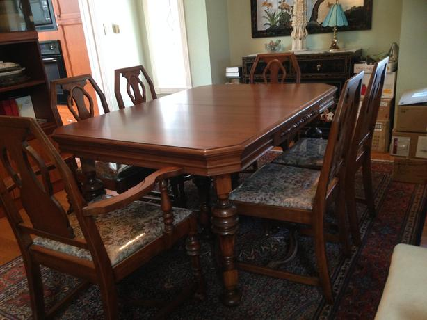 Beautiful Walnut Dining Table Buffet Hutch