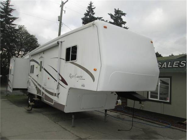 2005 river  canyon 34rls