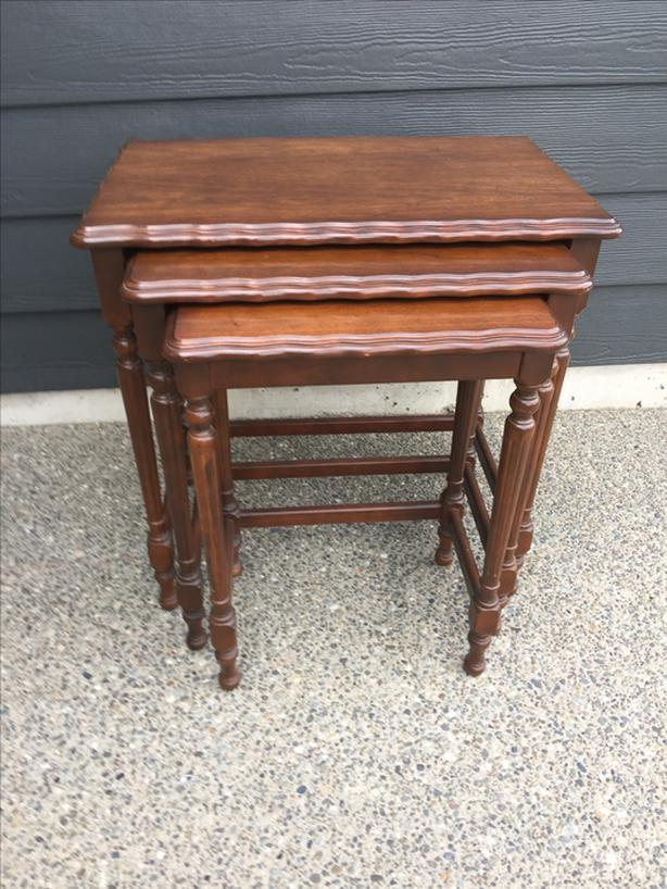 Set of 3 'nesting' tables