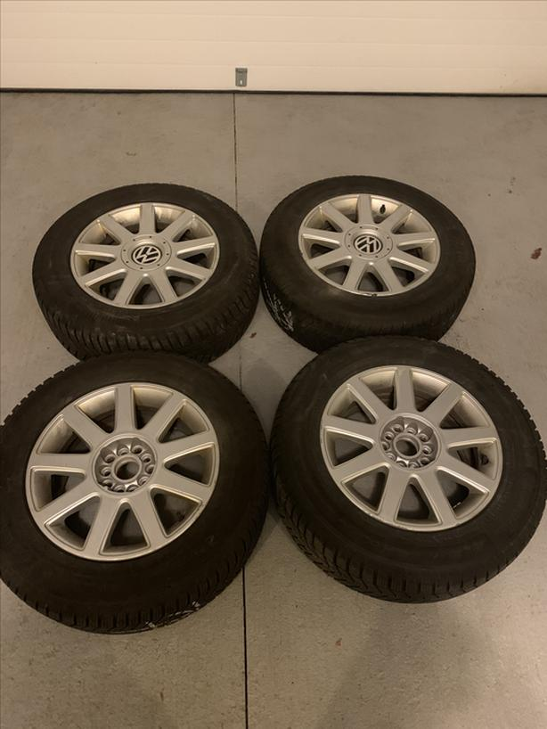Winter tires on alloy rims 215/65 R16