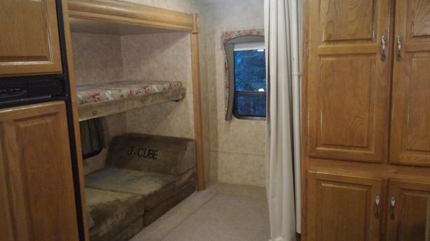 2008 Jayco Eagle 31 5ft fifth wheel with Bunk House and 2