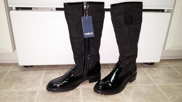 BRAND NEW Women's Winter Boots NEVER WORN