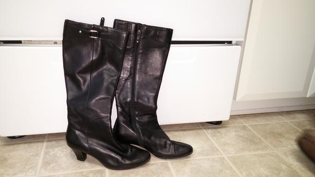 Women's Upper Leather Boots Slightly Used