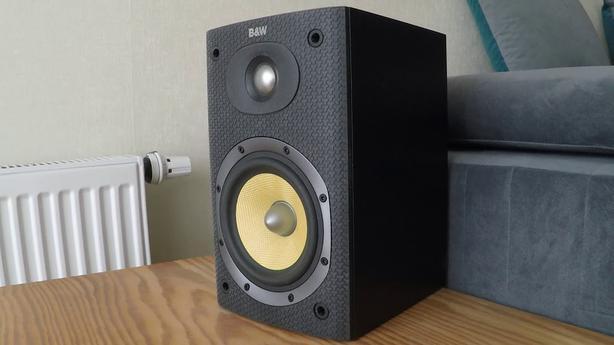 B Amp W Dm 600 S3 Small Bookshelf Speakers Saanich Victoria