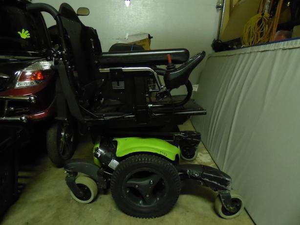 Quickie QM-710 Power Wheelchair.