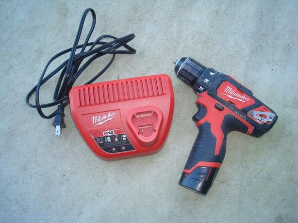 Milwaukee 12V 3/8 inch Drill Driver with battery and charger