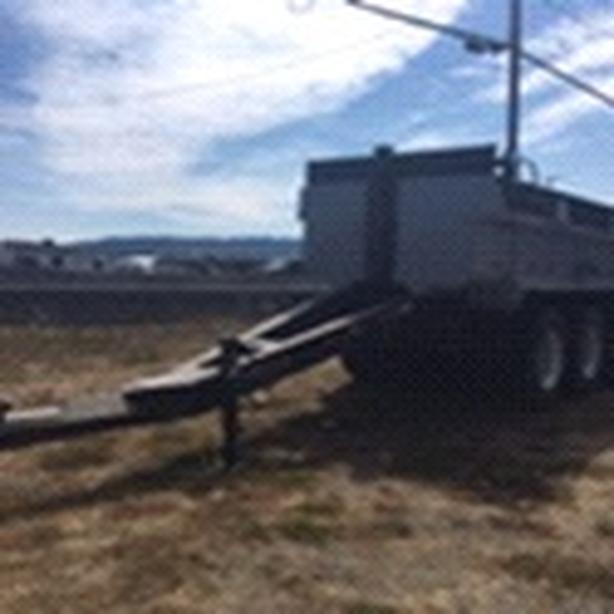 Tridem gravel trailer