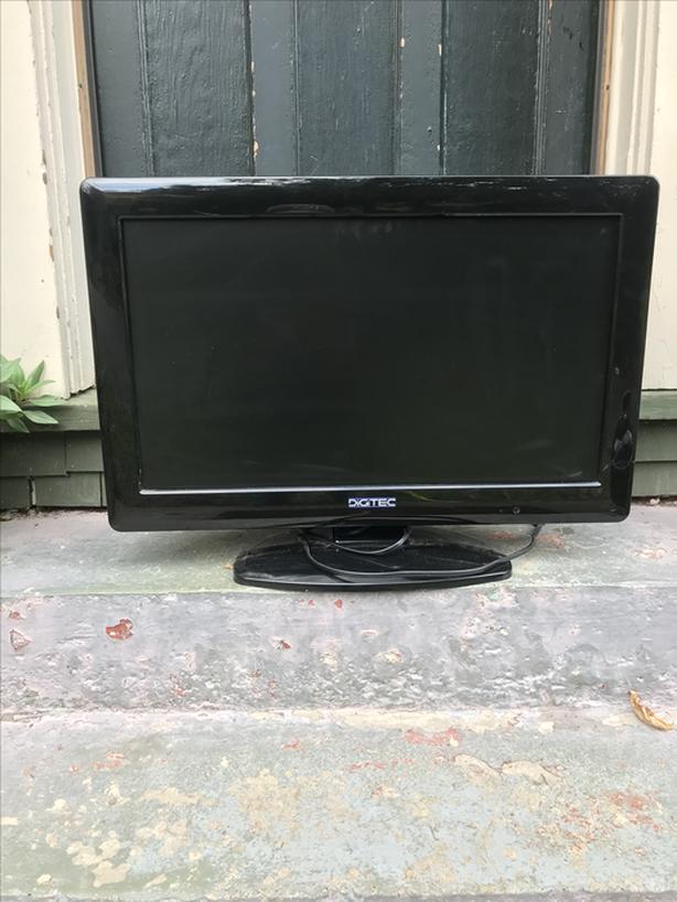 """26"""" Flat Screen LCD TV"""
