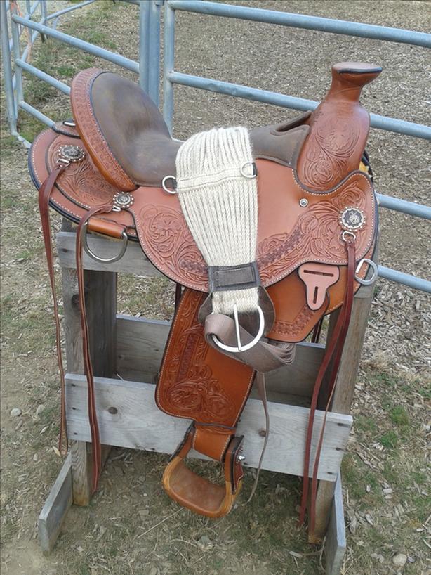 Circle Y Walnut Grove Western Saddle 16 inch with Barefoot Physio Pad