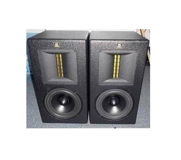 Studio Monitors speakers mint