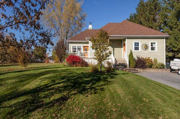 Belle maison très lumineuse située proche d'un parc St-Jean