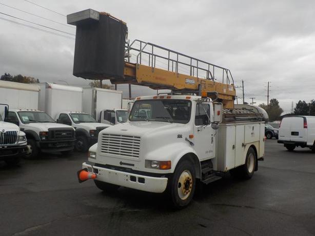 1998 International 4700 Diesel Bucket Truck EH37 Bucket with Generator and Air B