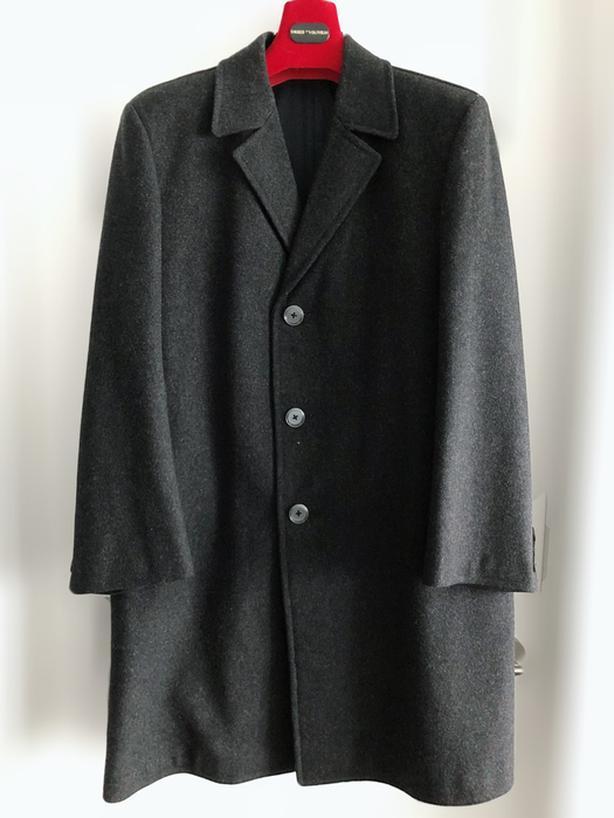 Men's Straight Cut Grey Wool Coat, Size M