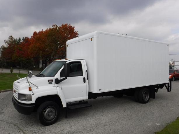 2009 GMC C5500 18 Foot Cube Van Diesel with Power Tailgate