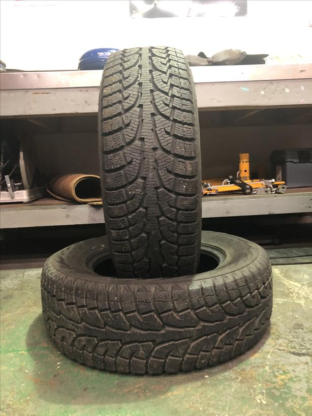 Pair of 255/65 R17 Snow tires