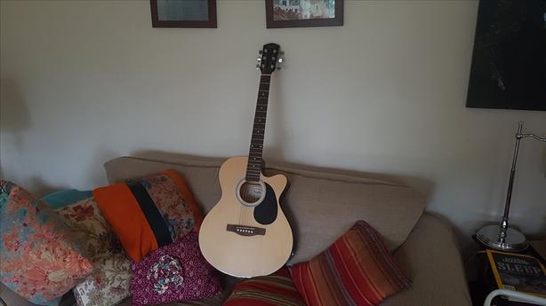 a plug in fender open throat acoustic guitar victoria city victoria. Black Bedroom Furniture Sets. Home Design Ideas