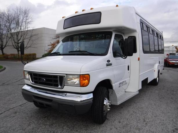 2006 Ford E-450 13 Passenger Bus with Wheelchair Accessibility